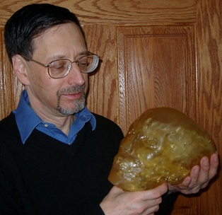 Photo of Crispin B. Weinberg, President of Biomedical Modeling, Inc., holding a biomodel.